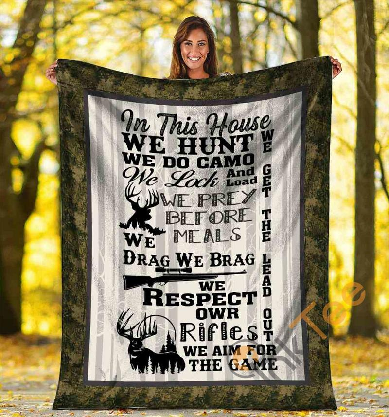 In This House We Hunt Deer Hunting Funny Gift For Hunters Ultra Soft Cozy Plush Fleece Blanket